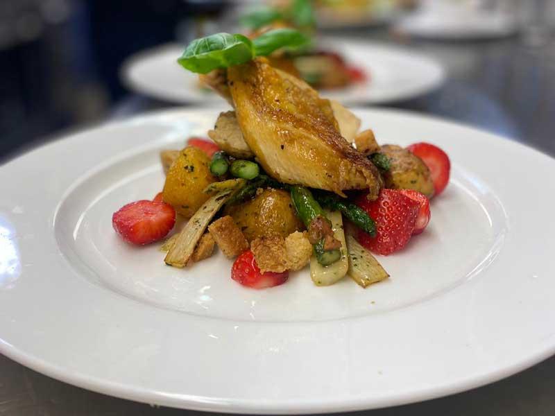 Speise-jahnterasse-Haehnchensalat